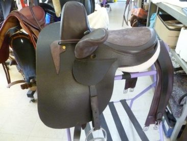 Small dark brown Side Saddle